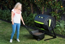 Maze compost tumbler with composting cart