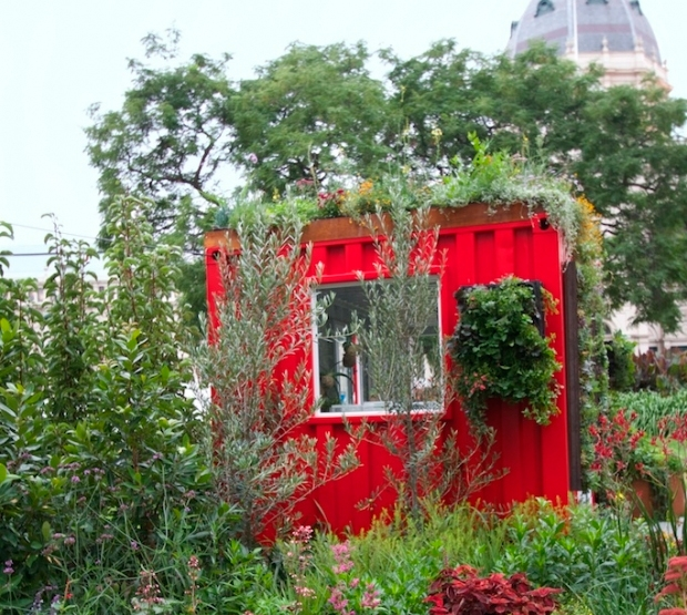 Green walls and red roofs